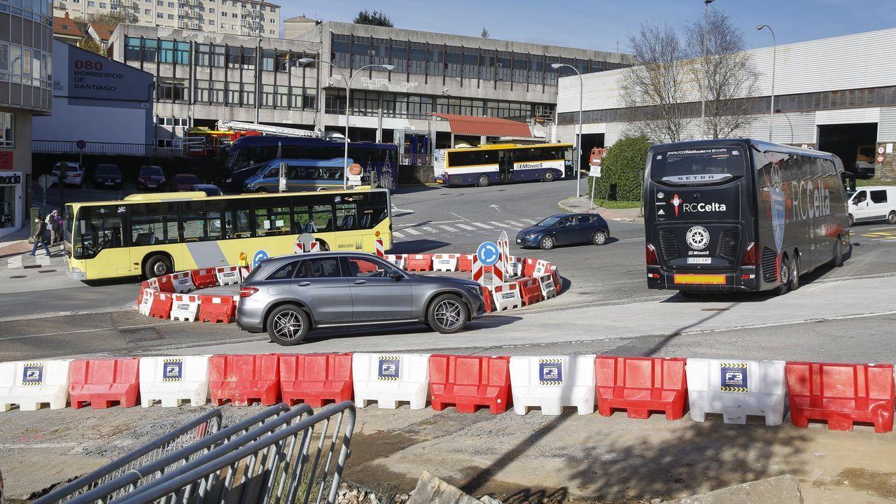 Los efectos de la pandemia también impactan duramente sobre los que menos tienen.La actual estación de autobuses de Santiago, en la avenida Rodríguez de Viguri, que pronto será demolida