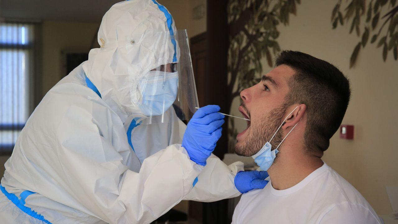 Cribado masivo en O Incio.El hospital La Paz de Madrid inició este martes los ensayos clínicos de la vacuna de Jansen