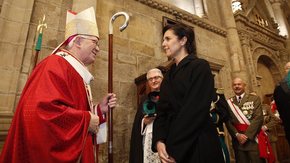 Pilar Rojo y el arzobispo de Santiago