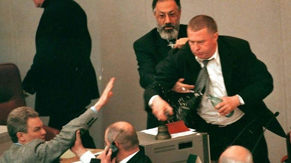El detenido Serguéi Furgal era miembro del Partido Liberal Democrático de Rusia, cuyo líder es Vladímir Zhirinovski, representado en la fotografía
