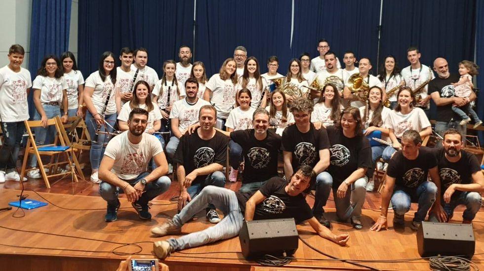Todas las fotos del concierto de la Banda de Sober.La Banda de Música de Sober y el grupo Os Parentes, en el concierto conjunto del 13 de julio
