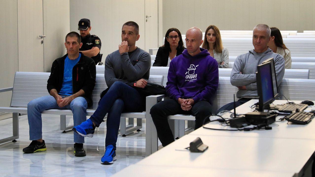 La Audiencia Nacional juzga al que fuese dirigente de ETA Javier García Gaztelu, Txapote (derecha), y a otros tres acusados por el asesinato del funcionario de prisiones Máximo Casado Carrera