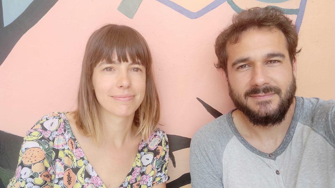 Raquel Martín y el otro español de su hostal, Joaquín García-Muñoz, de Alcalá de Henares