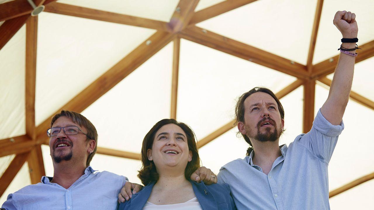Pablo Iglesias, la alcaldesa de Barcelona Ada Colau, y el portavoz de En Comú Podem Xavier Domènech durante el acto de Catalunya en Comú con motivo de la Diada