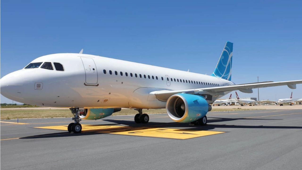 Presentación de la campaña turística Camiña Galicia del Xacobeo 21-22.Un avión de Volotea