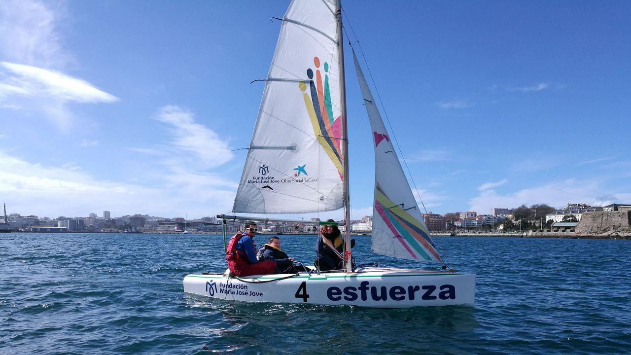 Los «Campeones» toman Galicia.Román Rodríguez (izquierda), Felipa Jove y Ángel Carracedo, ayer en A Coruña