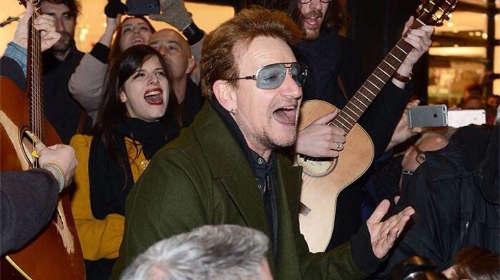 Bono con Silvia Rábade de Escuchando Elefantes interpretando «Every Breaking Wave».Mando Diao en el Noroeste Pop Rock, cuyos escenarios fueron contratados de manera irregular según el interventor