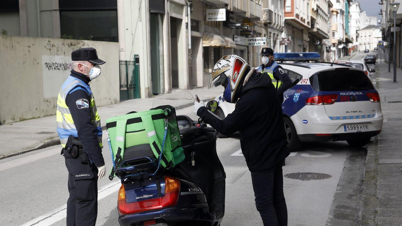 Control de policía en la calle Montevideo, en Lugo