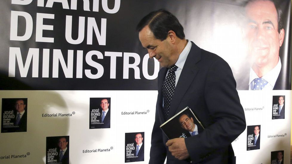 Susana Díaz jura el cargo de presidenta de la Junta de Andalucía.Unos 6.000 huevos se freirán mañana, viernes, en Cervo con motivo de la décima fiesta gastronómica.