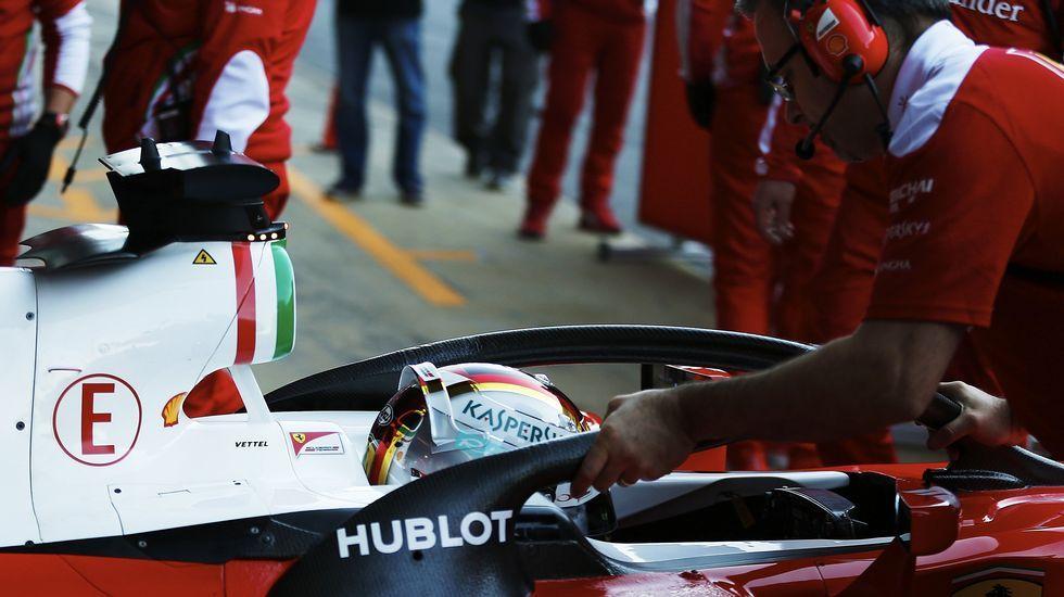 Los equipos cierran la pretemporada con la última jornada en Montmeló.Fernando Alonso se pone el casco antes de salir a la Q3 del gran premio de España, en Montmeló.