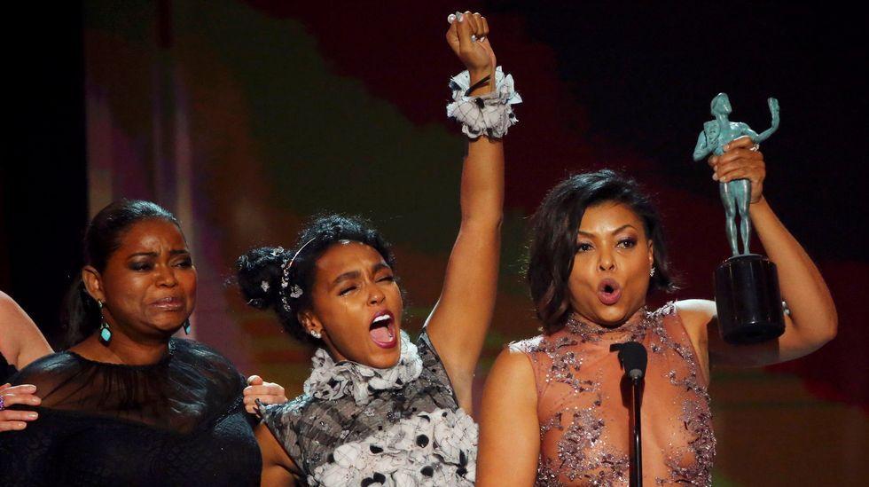 Octavia Spencer, Janelle Monae y Taraji P. Henson, ayer al recoger su premio en Los Ángeles.