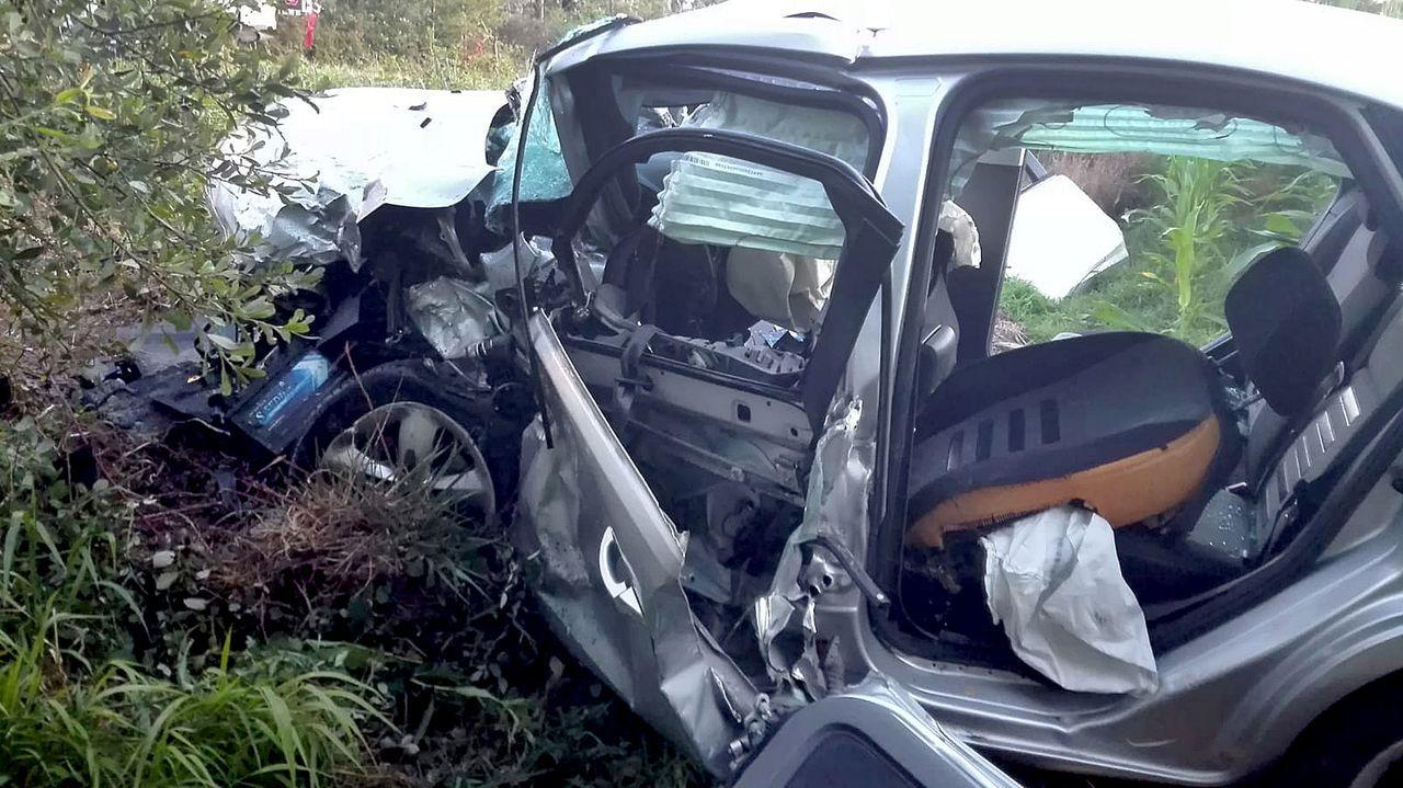 Estado en el que quedó el Ford Focus en el que viajaban las dos personas fallecidas. Era un matrimonio de alrededor de 60 años