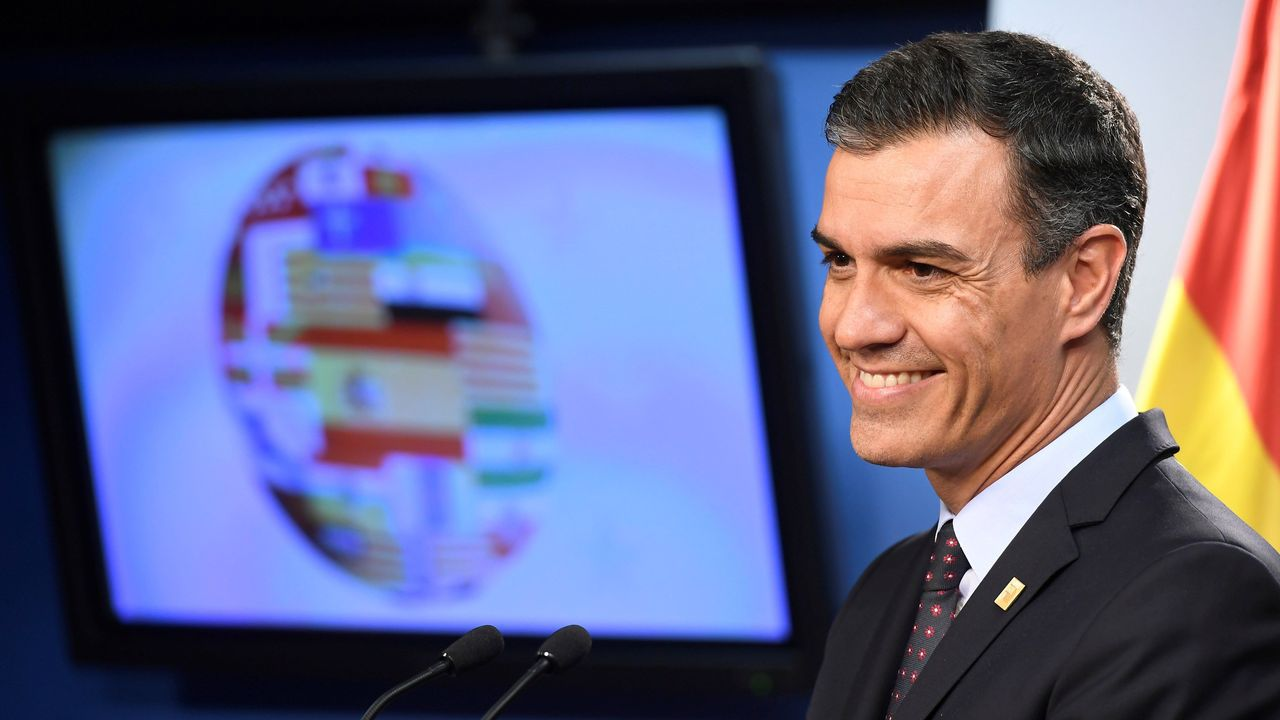 Sánchez acusa a Iglesias de romper unilateralmente las negociaciones con su consulta a las bases.Pablo Casado pretende recuperar el terreno perdido en el área de comunicación