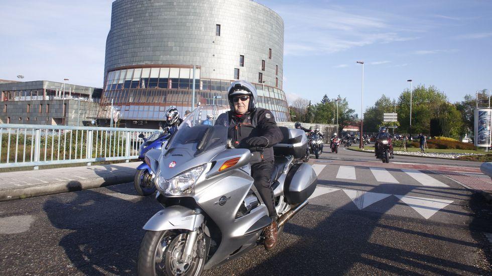 Salida de la ruta motera en Pontevedra.
