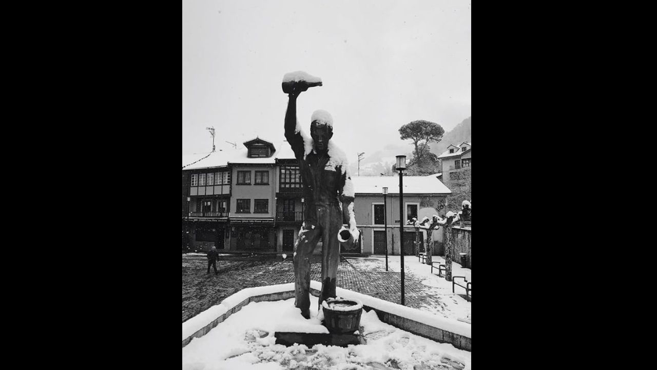 Nieve en Oviedo.Plaza de Requejo, Mieres