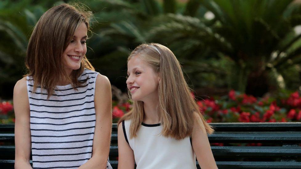 Junto a su madre, la reina Letizia, en verano.