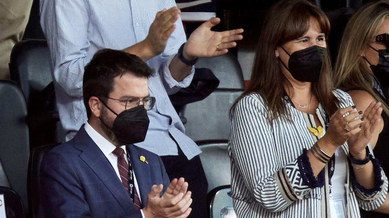 21 de septiembre.El presidente Pere Aragonés y la presidenta del Parlamento catalán, Laura Borràs, el domingo en un partido del Girona