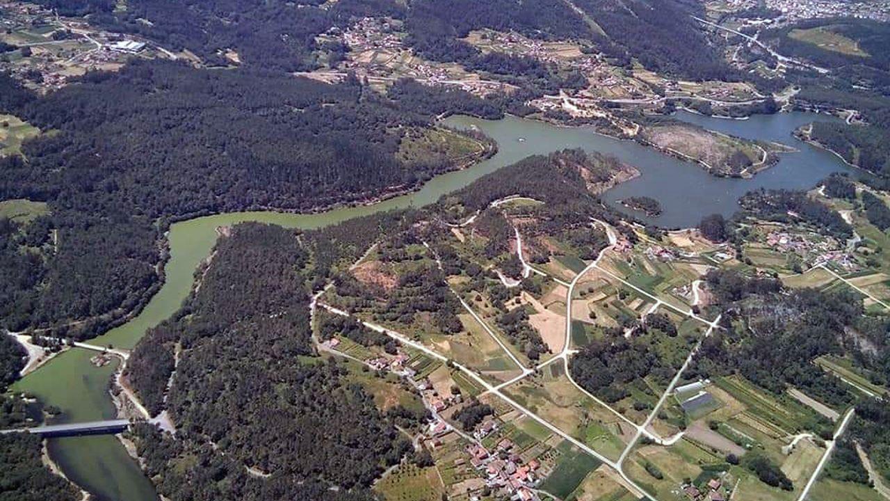 Imagen aérea del embalse del Umia, en Caldas de Reis, tomada este miércoles, 15 de julio