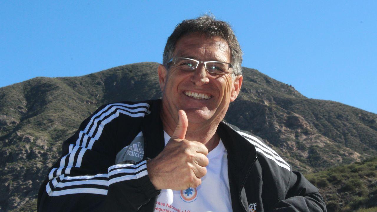 Enrique Garrote, artesano que construia barcos en botellas en Oleiros