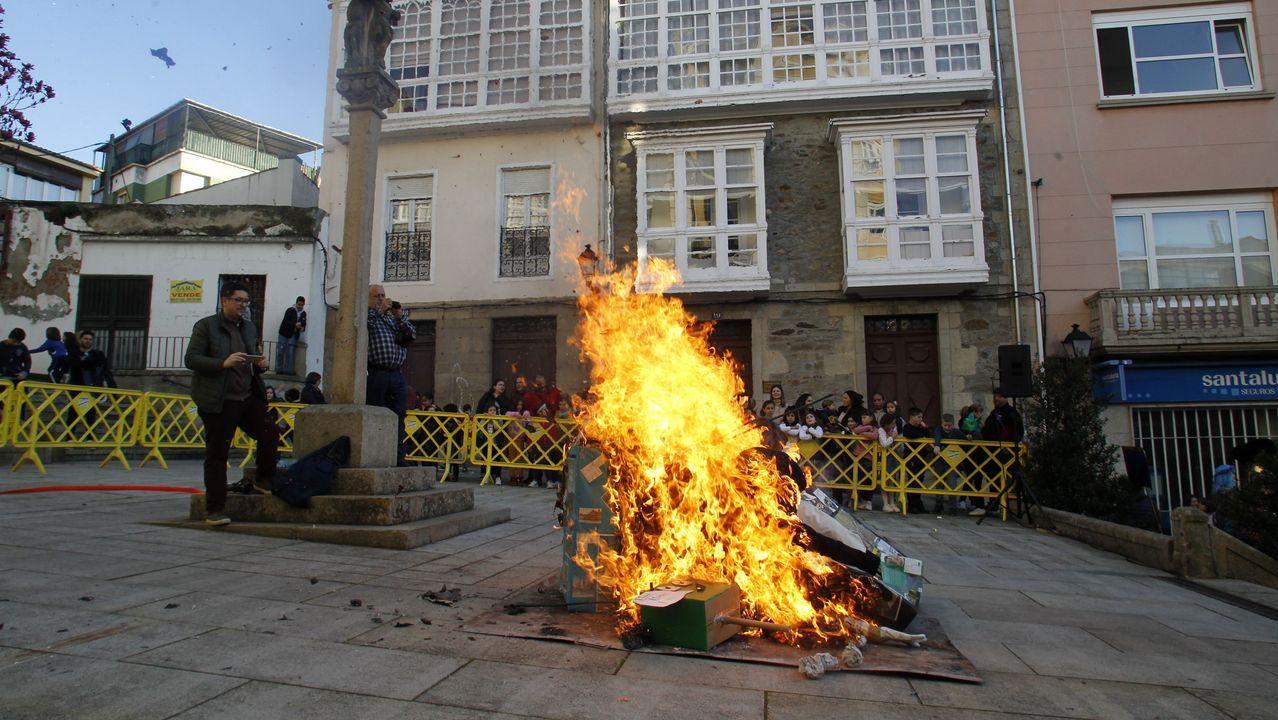 La tradicional quema de las comadres cerró la jornada