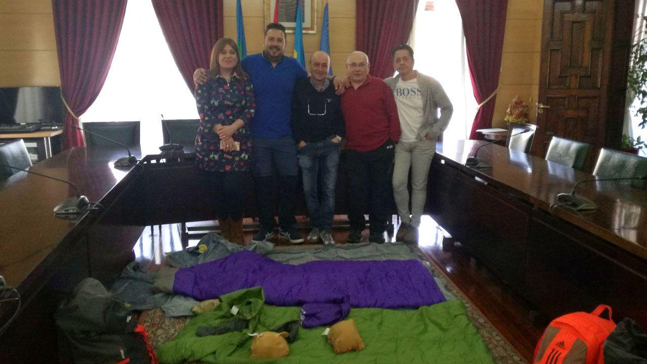 Iván C..Los sindicalistas encerrados en el ayuntamiento de Langreo
