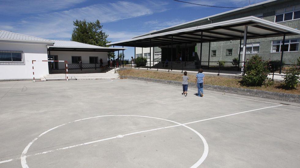 Patio del colegio de O Incio, que estos días solo va a tener a poco más de la mitad de sus alumnos en sus instalaciones