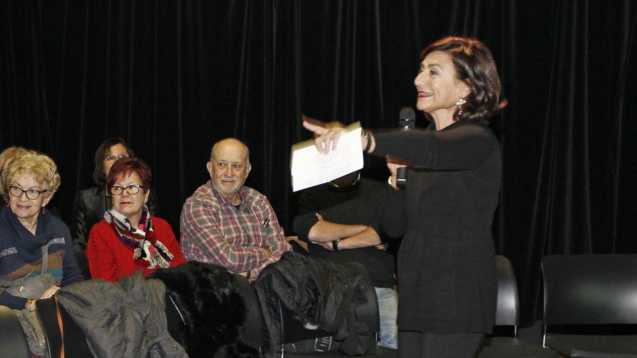 Daniela Sarraino, a la derecha, preside el Comité Dante de Vigo. En la imagen, cuando dejó el cargo de presidenta de la Agrupación de Amigos del Marco.