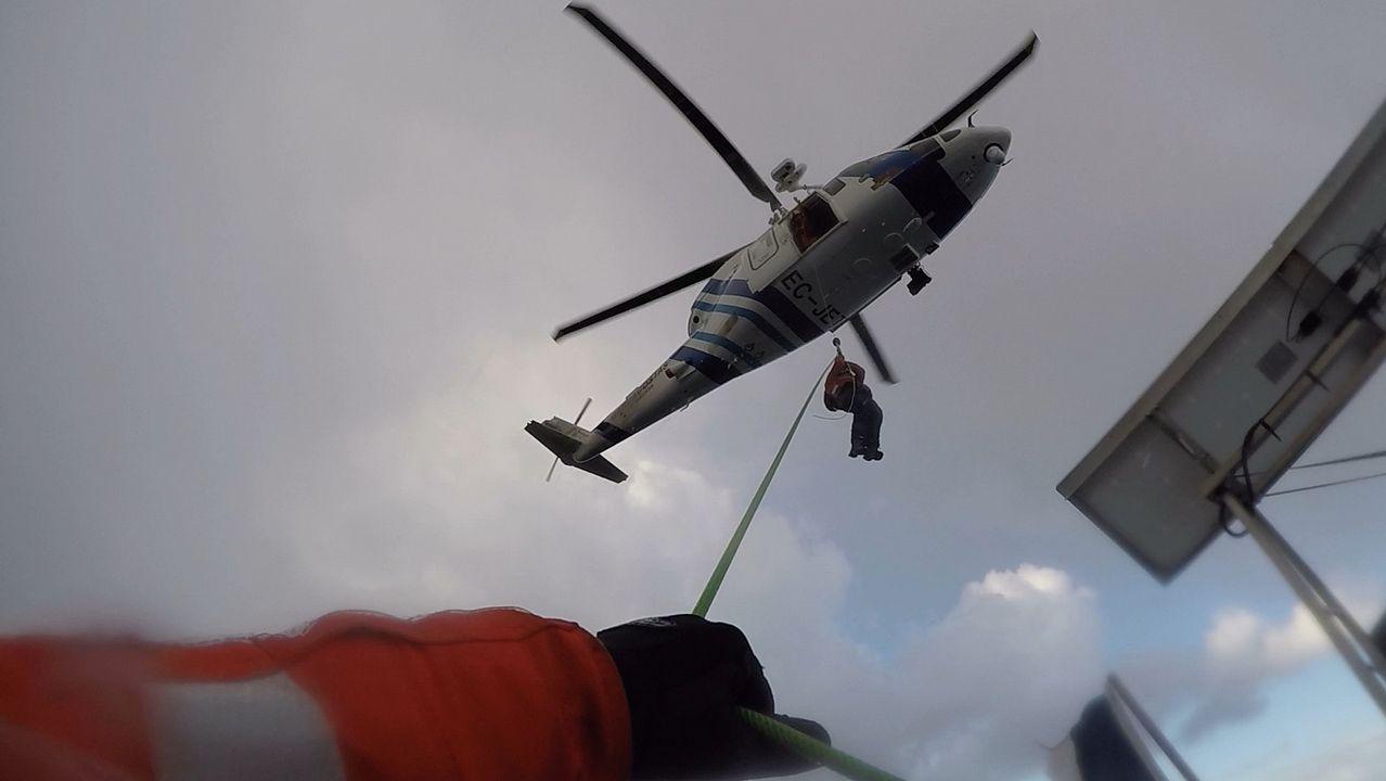 El Pesca 2 rescata a cinco tripulantes de un yate francés.Bomberos del Servicio de Emergencias del Principado de Asturias, que han asumido la dirección operativa de las labores de búsqueda y rastreo de Concepción Barbeira, en Castrillón
