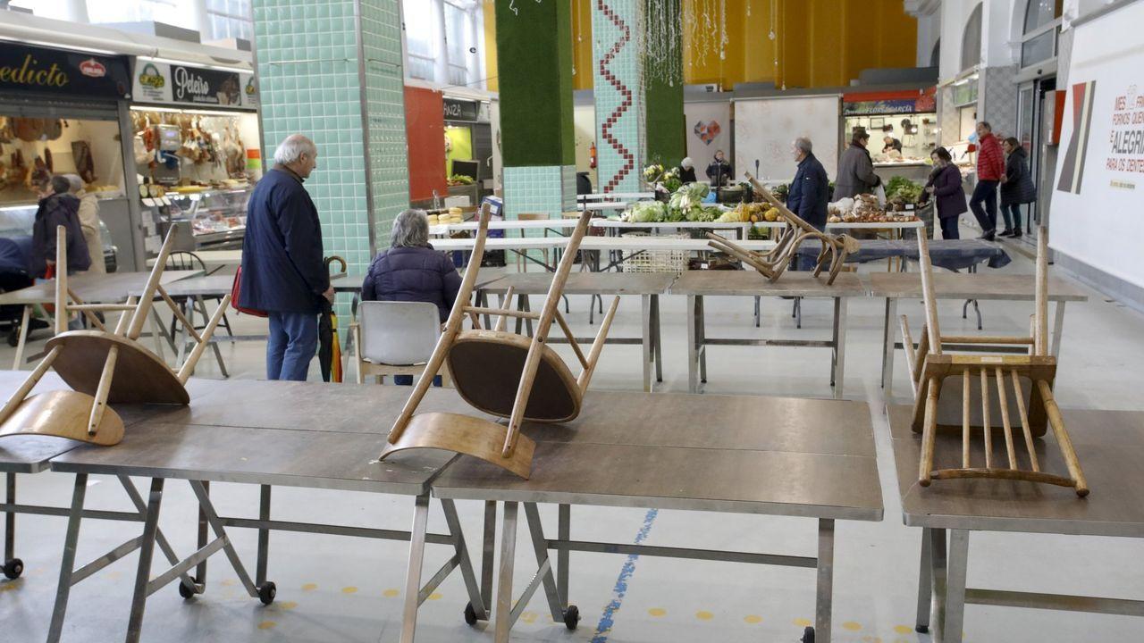 Los sepultureros del Cementerio Municipal de San Froilan cuentan su experiencia durante la pandemia de la Covid19.El mercado de Quiroga Ballesteros ya dispone de mesas y sillas en una zona común