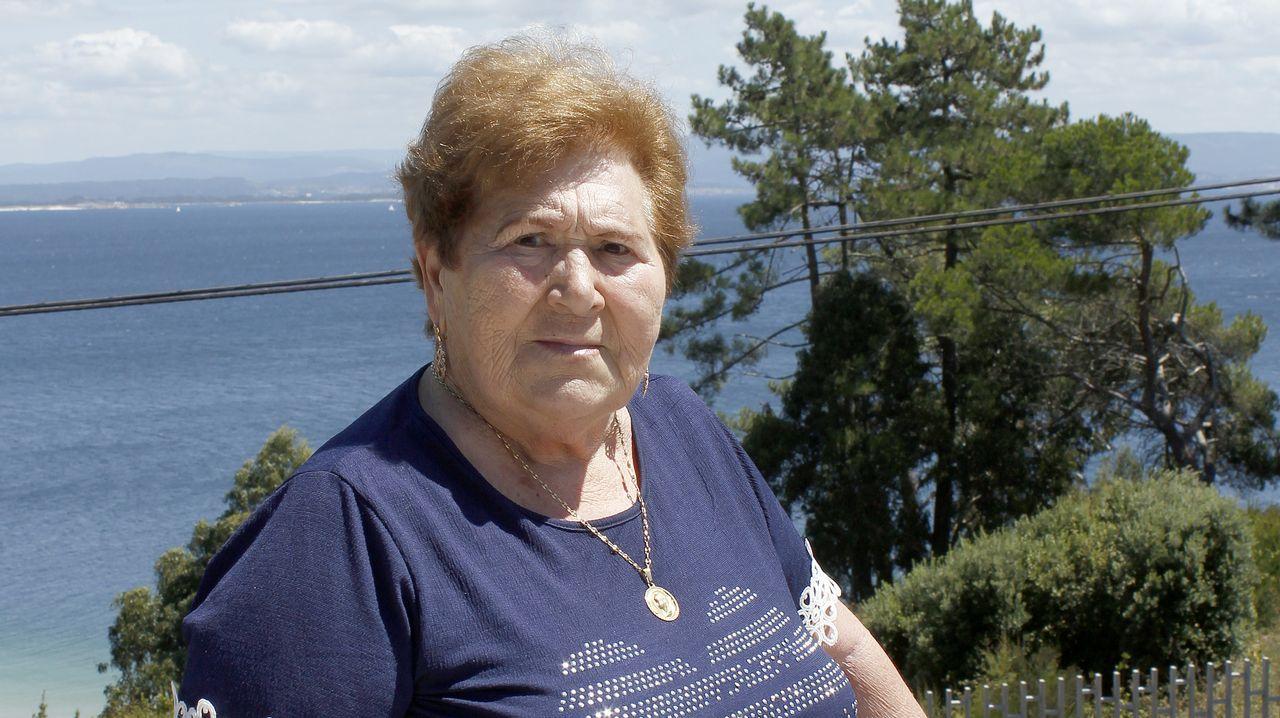 Amalia Piñeiro, 80 años. Nació en Boiro, vivió en Pobra, y ahora en Ribeira. Fue frutera