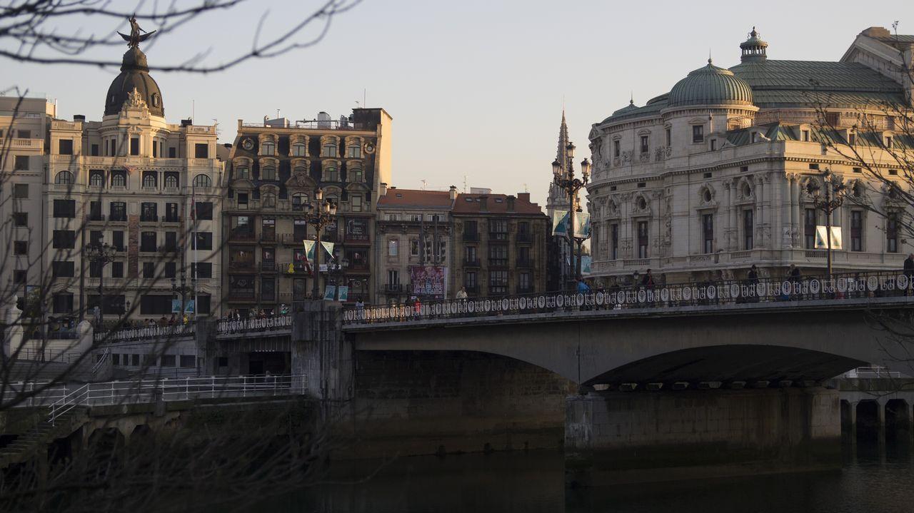 Bilbao.Bilbao es un referente mundial de transformación urbana. Ha recibido más de 30 reconocimientos internacionales