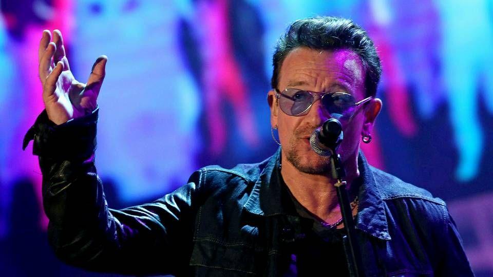 Bono el día antes de su accidente en bici saliendo de la grabación del single benéfico Band Aid en Londres