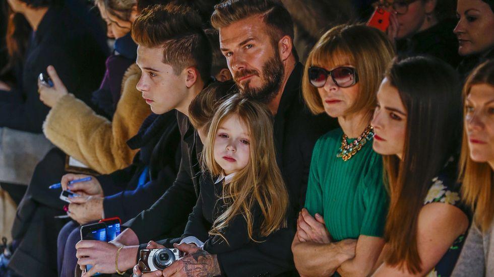El minuto de oro de Beckham.¿Estrategia o accidente? Sea como sea, Madonna se ha convertido en una de las protagonistas indiscutibles de la semana tras sufrir una aparatosa caída durante su actuación en los Brit Music Awards. La reina del pop rodó escaleras abajo debido a un fallo con el vestuario, pero no son pocas las voces que apuntan a un error calculado para volver a estar en boca de todos.