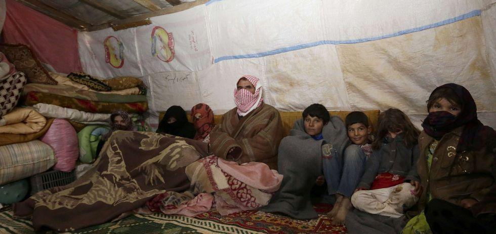 Evolución de las vistas nocturnas de Siria en los últimos años.Abu Alí huyó del yugo de los yihadistas en Raqa con sus 14 hijos, ahora se han instalado en el campamento de la Beka.