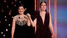 Las realizadoras rumanas Alina Grigore (d) y Adrian Paduretu han conseguido la Concha de Oro a la  Mejor película  por su cinta  Blue Moon