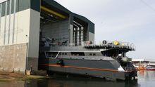 Armón Burela bota un catamarán de lujo
