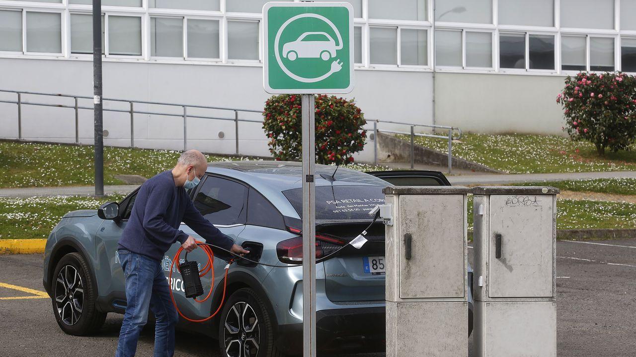 La odisea de cargar un coche eléctrico.El arrastrero congelador Magne Arvesen, de Gondán