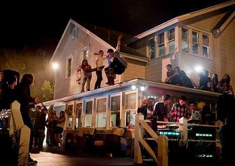 <span lang= es-es >La película que da nombre al fenómeno</span>. Imagen de la cinta «Project X», en la que una fiesta en una casa acaba con graves destrozos.