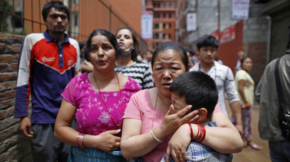 Un niño llora tras el nuevo terremoto.