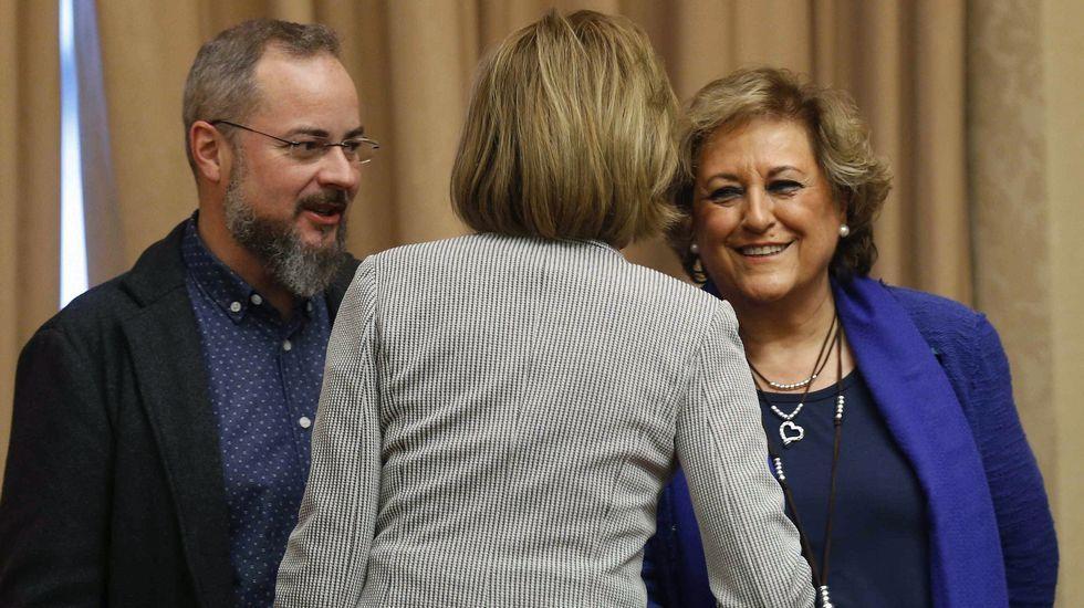 La responsable de Comunicación de UGT Asturias, Carmen Caballero.La ministra de Defensa, charlando con dos miembros de la Asociación de Víctimas del Yak-42