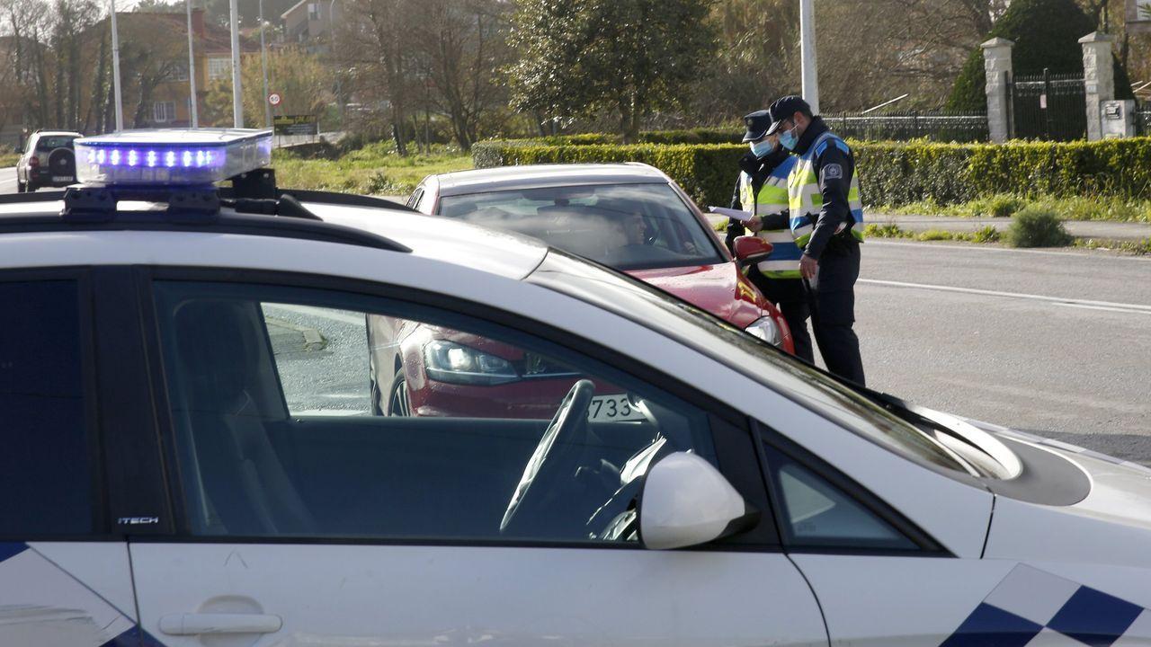 Imagen de un control realizado por la Policía Local de A Pobra en el límite con Ribeira