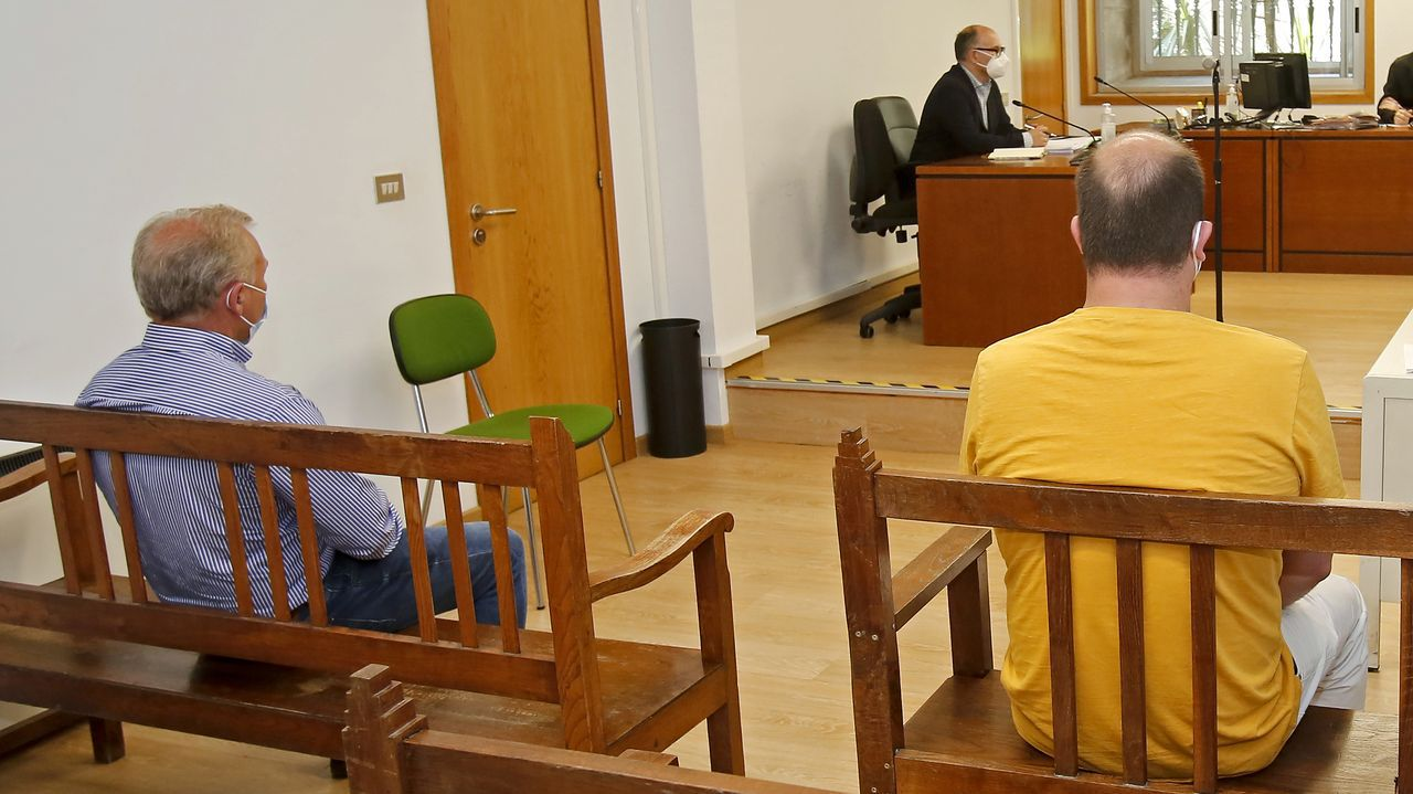 El concejal, a la derecha de la imagen, mantuvo su versión de la agresión en la vista oral