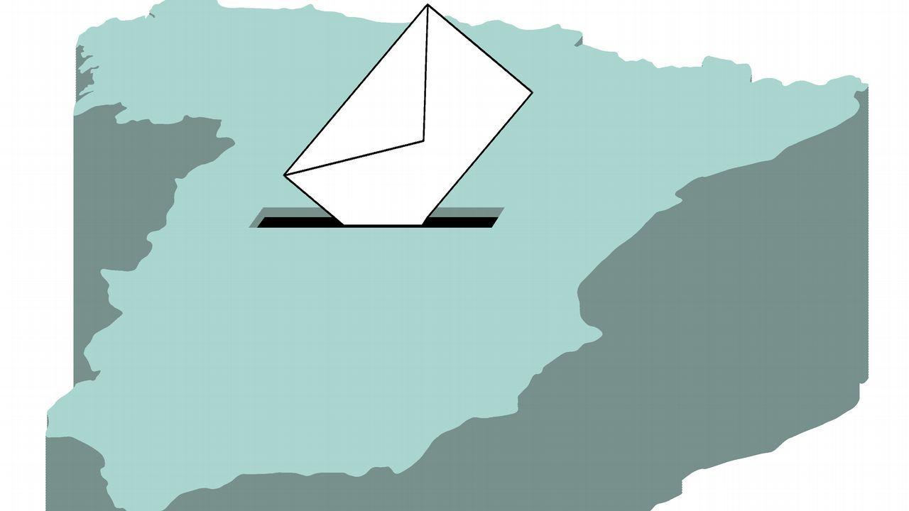 Los candidatos de Asturias votan.Una mesa en un colegio electoral en Oviedo durante la jornada de elecciones generales