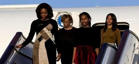 michelle.Michelle llegó a Pekín acompañada de sus hijas, Malia y Sasha, y su madre, Marian Robinson.