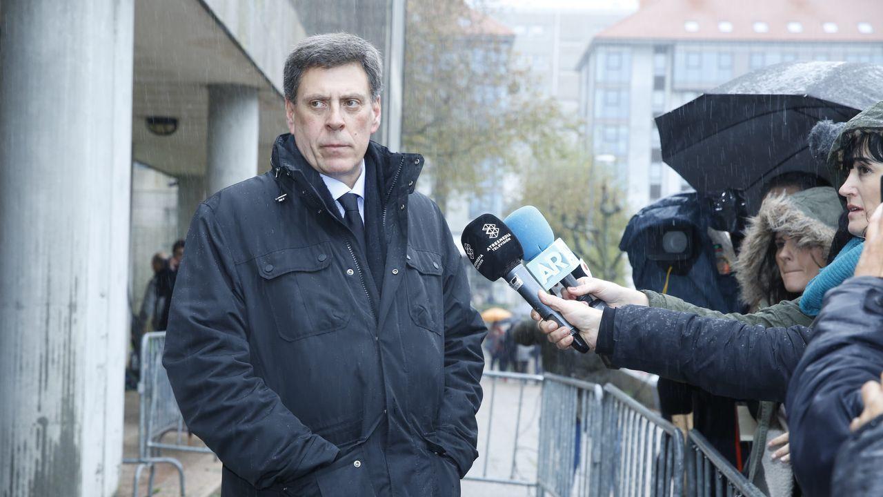 Juan Carlos Quer atendió a los medios a las puertas de los juzgados