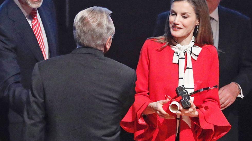 La reina Letizia eligió para un acto de la Marca España un look en el que destacaba un abrigo de Zara.