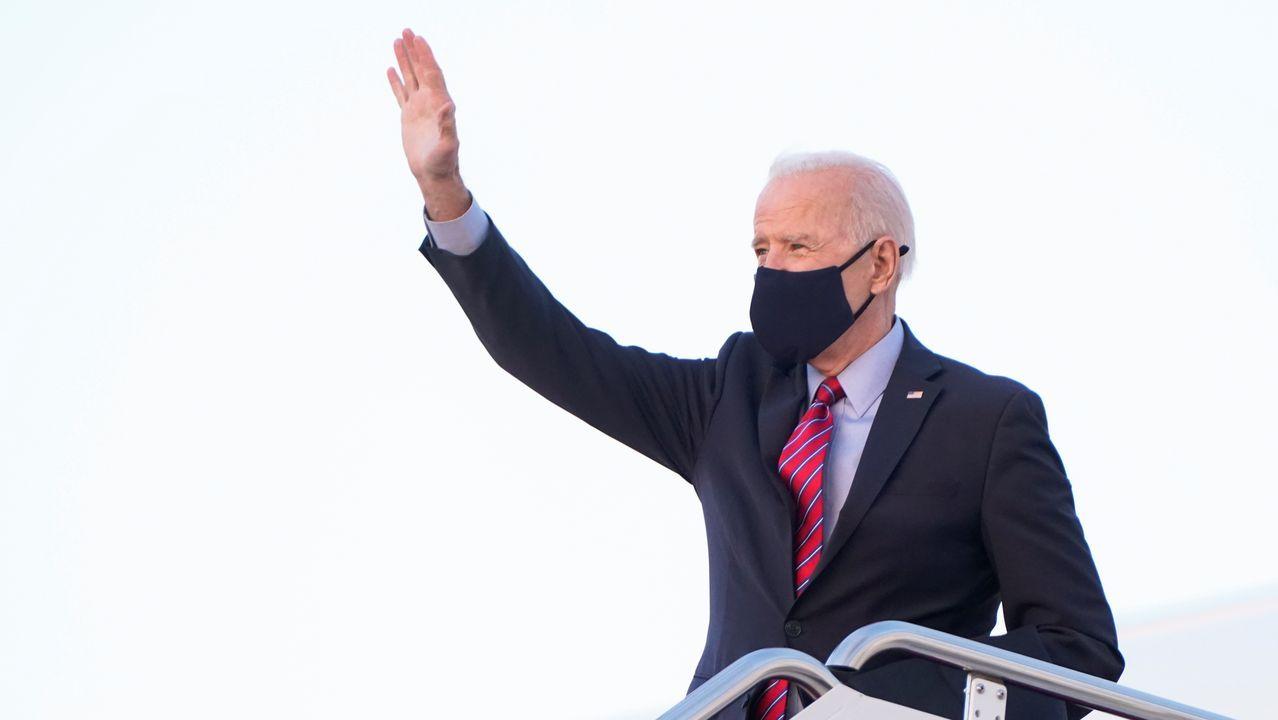 Biden se despide al tomar el Air Force One para viajar a Delaware