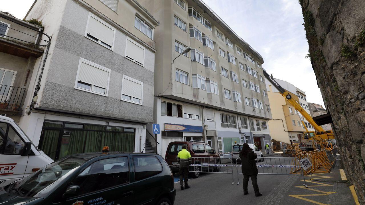 La retirada de la grúa que efectuó el derribo obligará a cortar la calle Nicolás Cora este viernes