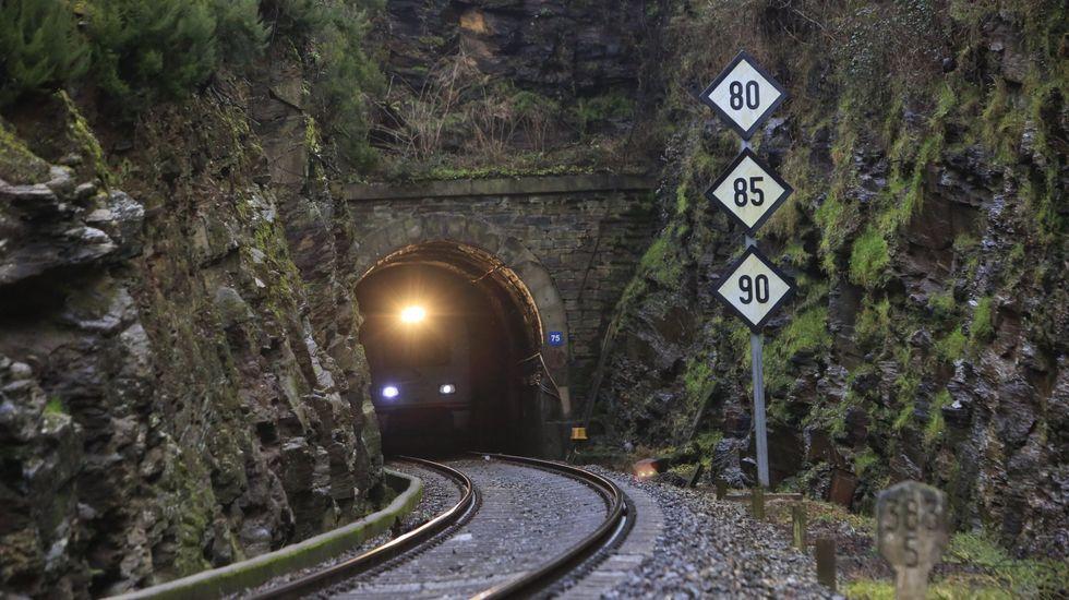Entrevista a Alfonso Rueda sobre las restricciones y ayudas a la hostelería.El Ministerio de Transportes quiere construir un nuevo túnel que sustituya al actual en Oural, en la línea Lugo-Ourense