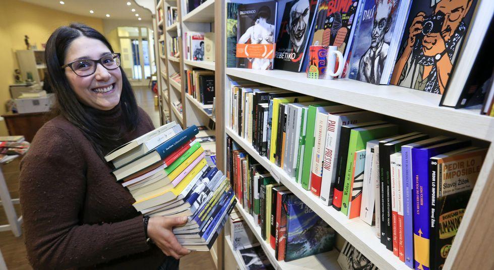 Los libros tradicionales convivirán con los electrónicos en Gato Negro.